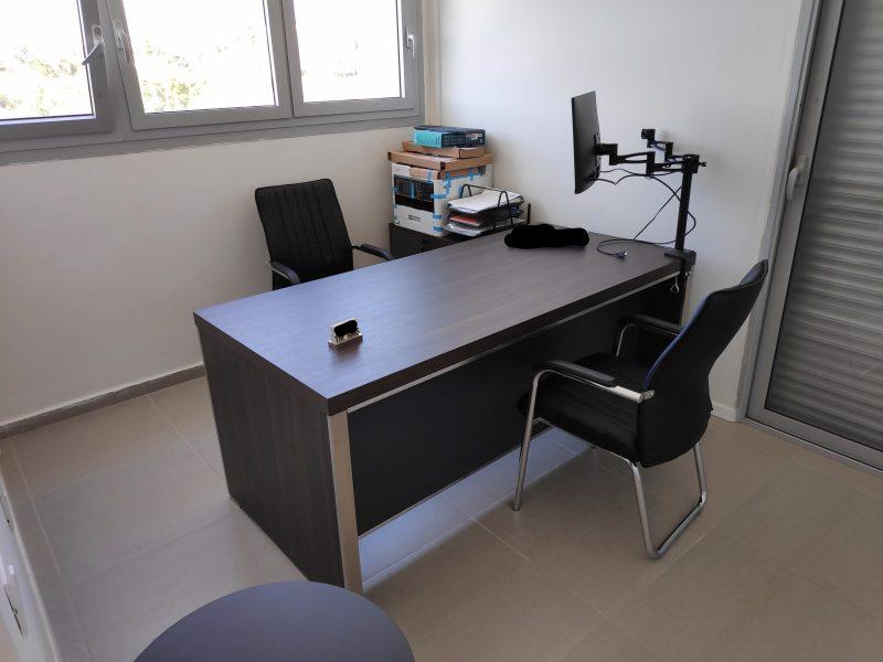 משרד חדש לבעל מקצוע חופשי בנס ציונה כולל הכל